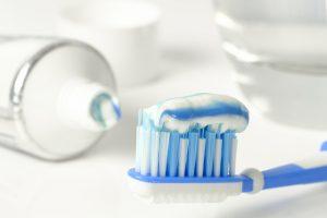 зубная паста для зеркала в ванной