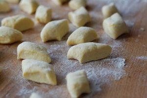 эластичное тесто для домашних пельменей