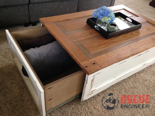 журнальный стол с местом для хранения