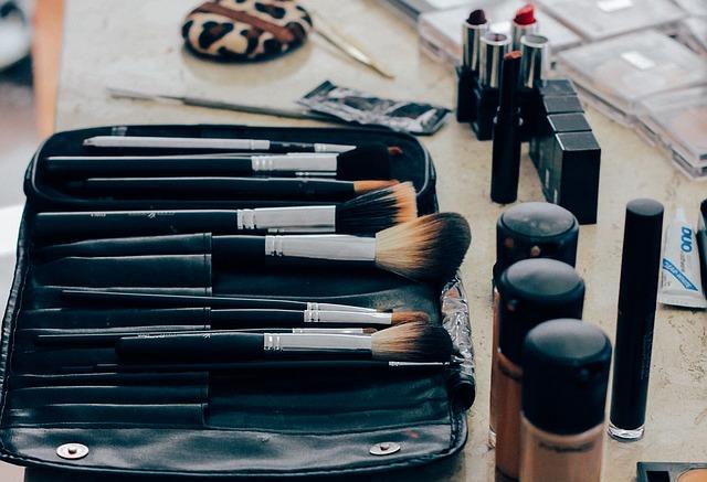 как убрать темные круги под глазами макияжем